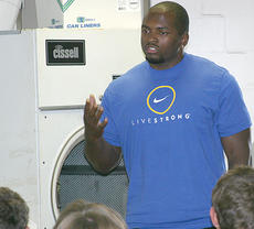 """<div class=""""source"""">Ben Hyatt</div><div class=""""image-desc"""">New York Jets fullback John Conner speaks to Harrison County athletes about the importance of training and academic success.</div><div class=""""buy-pic""""><a href=""""http://web2.lcni5.com/cgi-bin/c2newbuyphoto.cgi?pub=081&orig=Conner5.19.jpg"""" target=""""_new"""">Buy this photo</a></div>"""