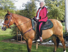 "<div class=""source""></div><div class=""image-desc"">Lennie Bell Cason celebrated her 88th birthday on Sept. 20. She wished to go horseback riding. She rode Sonny at the Karen Creger farm.</div><div class=""buy-pic""></div>"