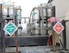 """<div class=""""source"""">Josh Shepherd</div><div class=""""image-desc"""">just another day on the job — It doesn't matter about the frigid temperatures when there's work to be done. David Watson of Ravenna bundled up and got busy delivering gas tanks to customers around downtown Cynthiana in temperatures that were barely above freezing.</div><div class=""""buy-pic""""><a href=""""http://web2.lcni5.com/cgi-bin/c2newbuyphoto.cgi?pub=081&orig=bw.flammable_8015.jpg"""" target=""""_new"""">Buy this photo</a></div>"""