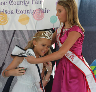Kennedy Davis, 2016 Miss Harrison County Teen, presented the sash and crown to Morgan Mink, 2017 Miss Harrison County Pre-Teen on Tuesday, July 25 during the annual fair pageant.  Gracie White was chosen for the Prettiest Smile; Kaitlin Lewis received First Runner-up and Best Theme Wear; Gracey Funkhouser was chosen Second Runner-up; and Morgan Mink won Miss Harrison County Pre-Teen. Other participants were Sarah Lakes and Alyssa Tucker.