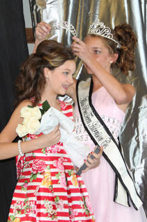Demi Lemons, daughter of the late Wade Lemons, was crowned Miss Pre-Teen by Hannah Judy-2015 Miss Pre-Teen. Lemons also received Best Dressed.