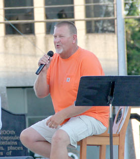 Jamie Eubanks was the featured singer on Saturday night.