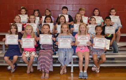 4th Grade Honor Roll  (All As*). Front row, from left, Truann Gravette, Addison Ward, Mallory Welte, Chandler Vaughn, *Ariel Hall, *Jaicee Hamilton; middle row, *Mariah Persinger, Jocelynn Shanklin, Tayana Williams, *Madeline Williams, Faytlee Soard, James Carsley; back row, Liliana Hill, Olivia Mastin, *Embry Marshall, Clay Yearsley, Levi Carr, *Elisa Williams, Abbie Campbell. Absent from photo were Chance Baucom and Scotty Tackett.